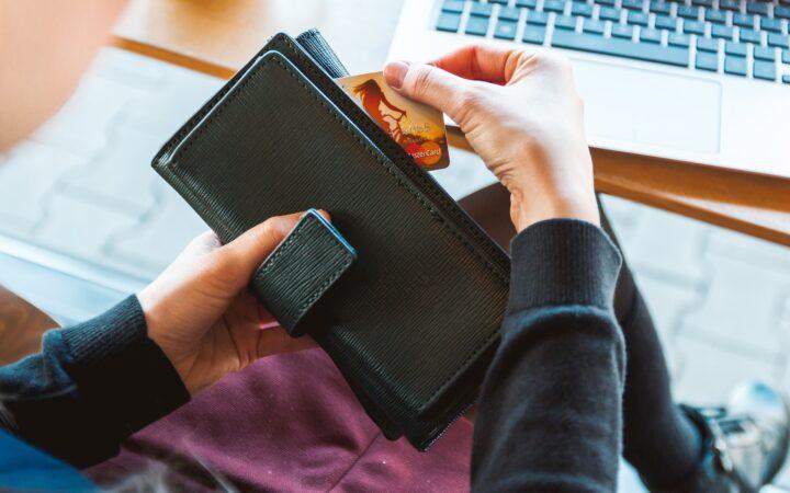 «ПриватБанк» ограничил прием платежей на карту-ключ ФЛП