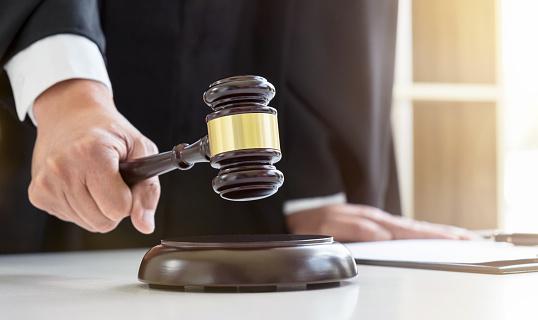 Высший совет правосудия наградил двух одесских судей в отставке